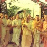 Zdjęcia. Instalacja Bóstw w Kryszna Balarama Mandir Wryndawana 1975