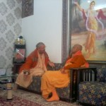 Lokanath Goswami i Paramadvaiti Swami spotykają się w Noida